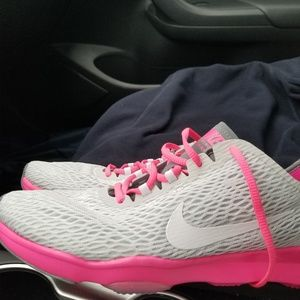 Nike Shoes - Gray & pink Nike Zoom for women, size 8.5❣🎊🎉💕